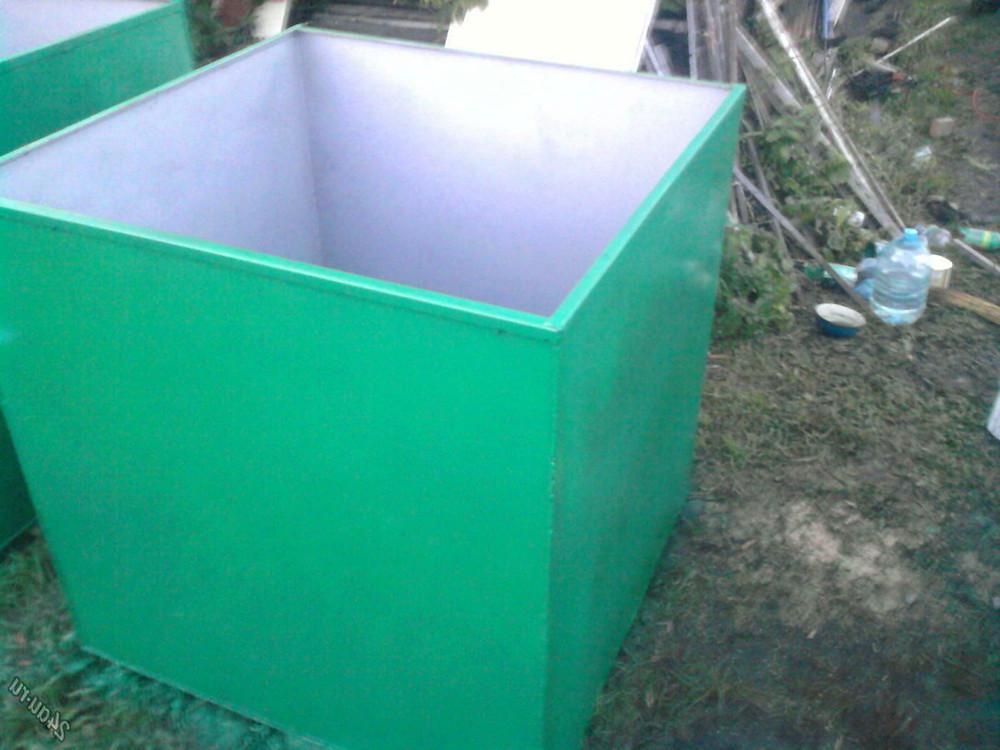 бак для воды покрашен резиновой краской  Super Decor в зелёный цвет