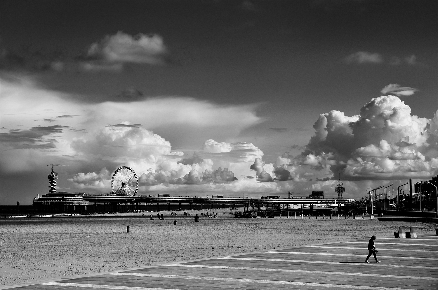 Clouds behind the pier