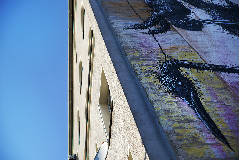 Hanging wall beast