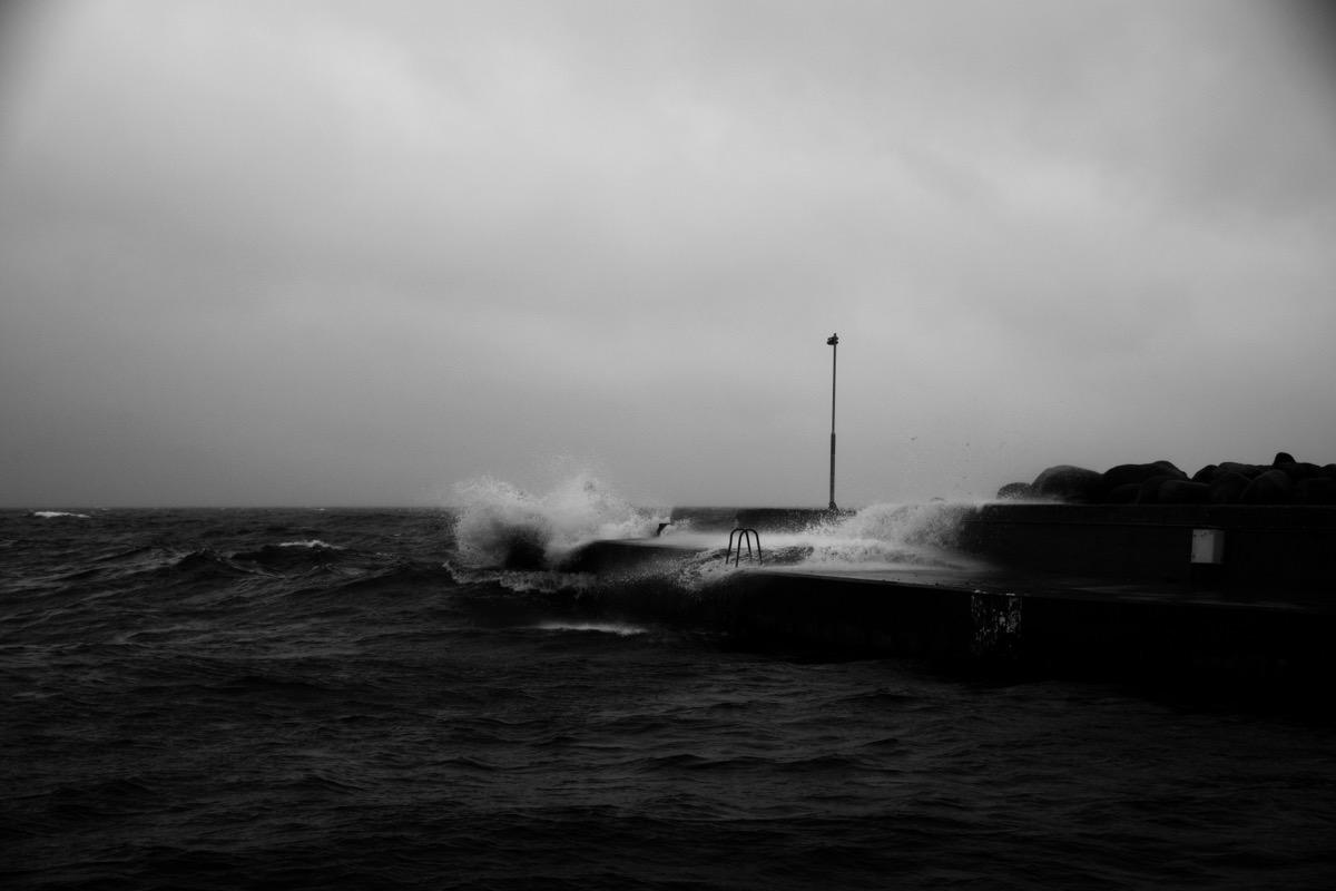 Shattered wave