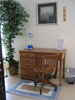 Cottage 7 desk (2).JPG