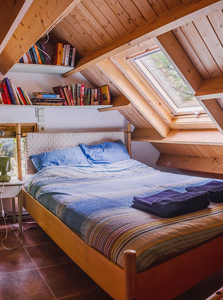 The 'Nestje', upstairs bedroom with skylight, Gingerbread Huis