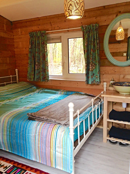 Private double bedroom with stunning Moroccan sink, Gingerbread Shed
