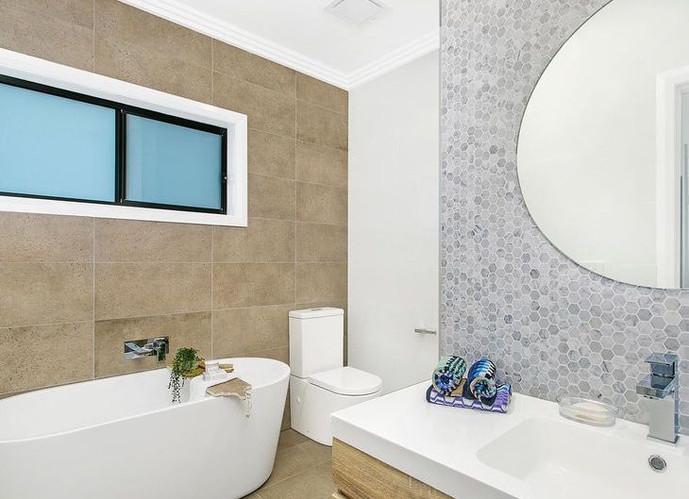 Main Bath, Marsden Park2.jpg