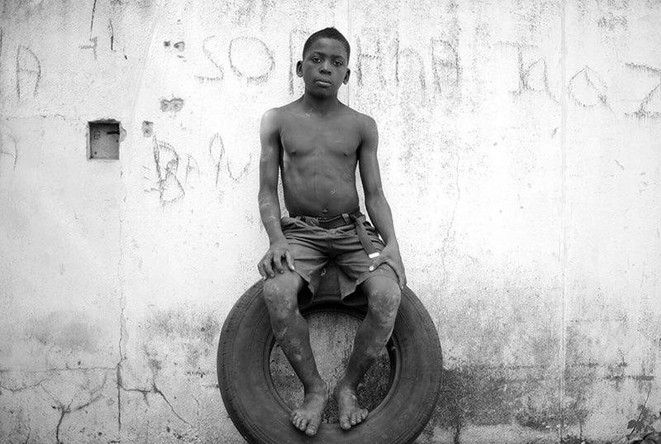 Sitting on a tire, 2012/2015