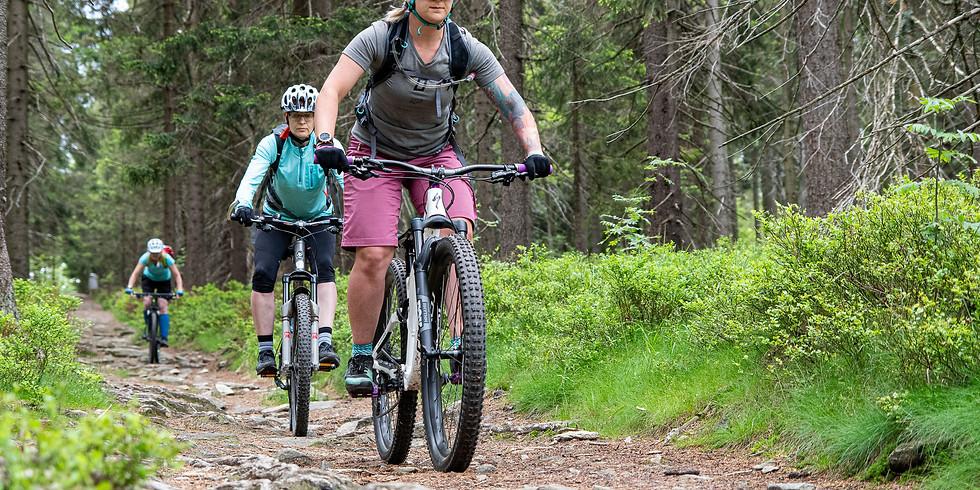 KolOna akademie - jízda na trailech od začátku na Singletrail Moravský Kras