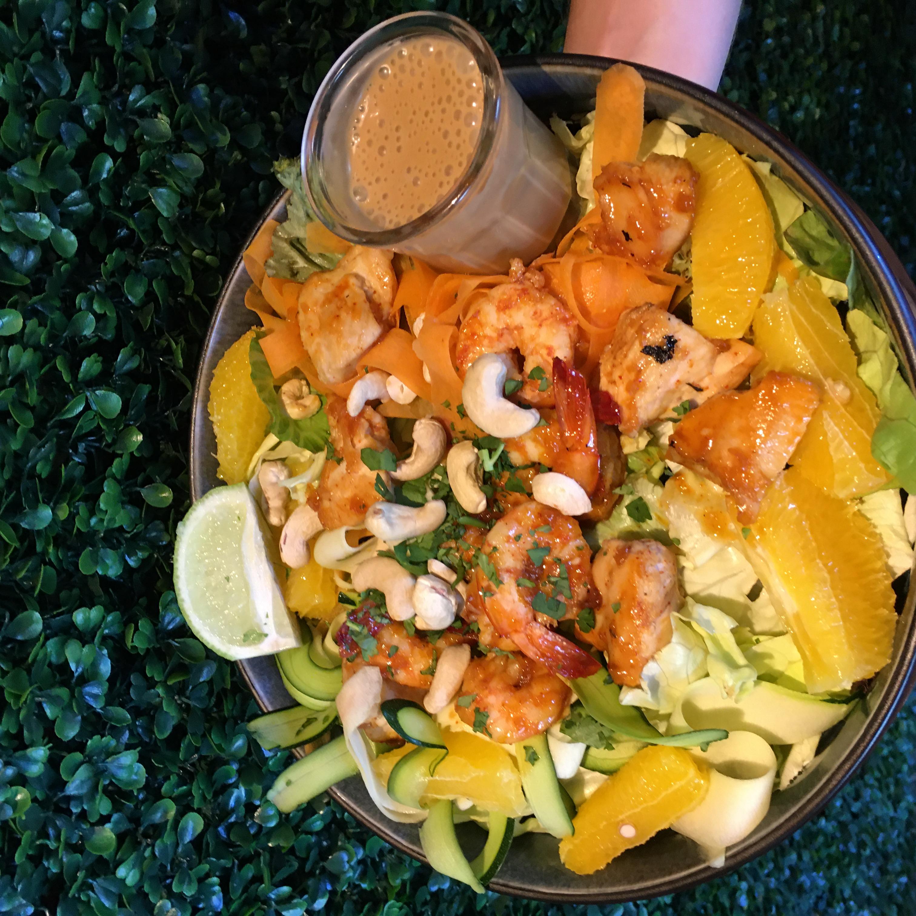 Salade Thaï aux crevettes et au poulet
