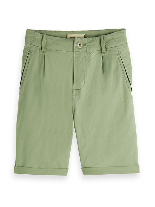 Chino shorts in crispy cotton quality