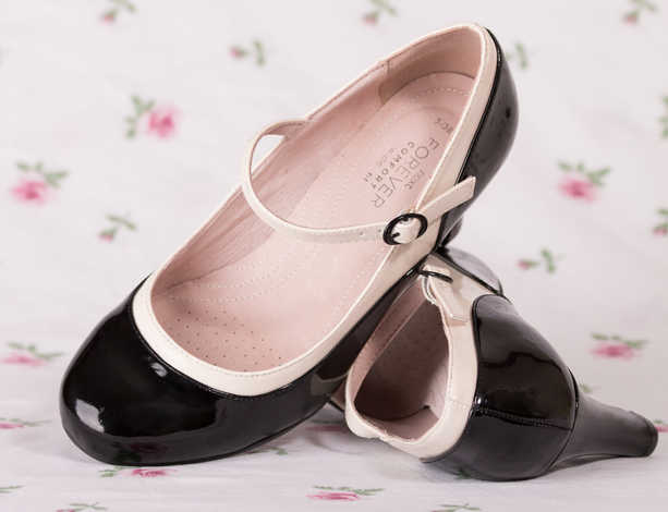 THE SHOES by Elisabeth Smith.jpg