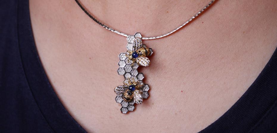Bee diamond Pendent cover 2.jpg