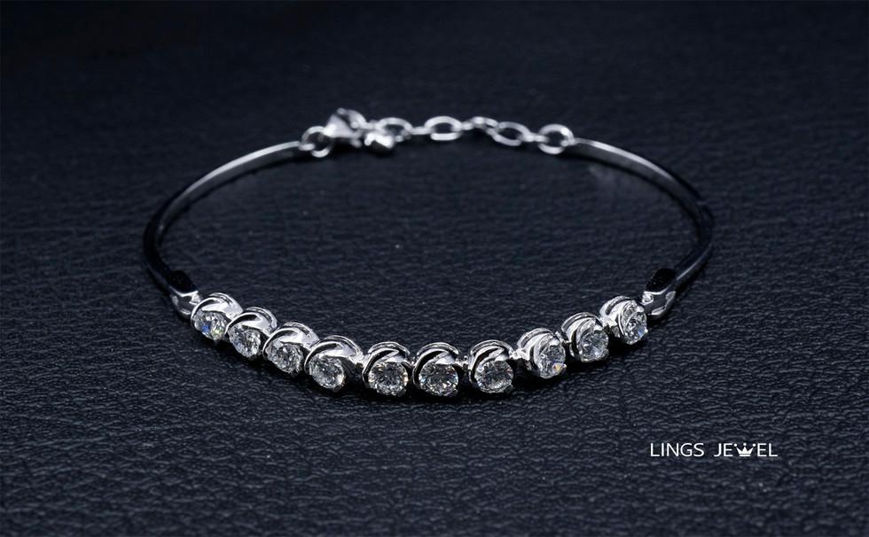 Lings Jewel  18K Bracelet 10 DIamond.jpg