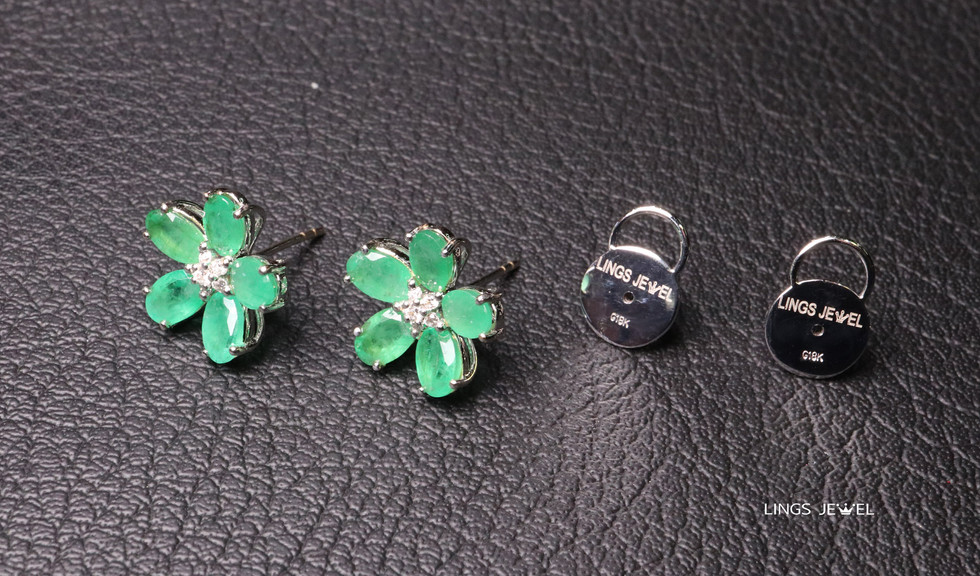 Flower shape Emerald Ear Ring 2.jpg