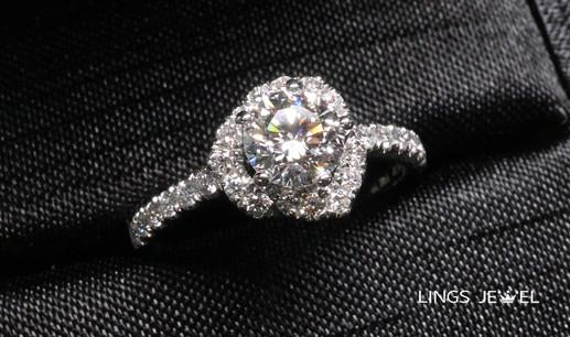 0.7 ct flower shape diamond ring.jpg