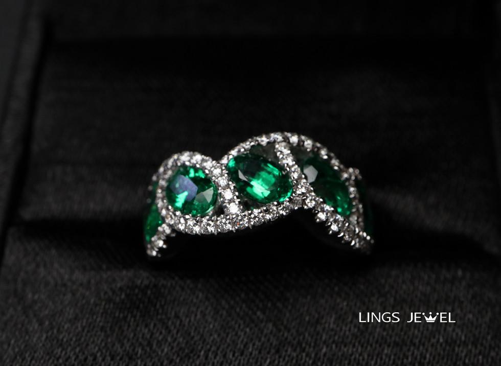 unever shape emernald ring 1020.jpg
