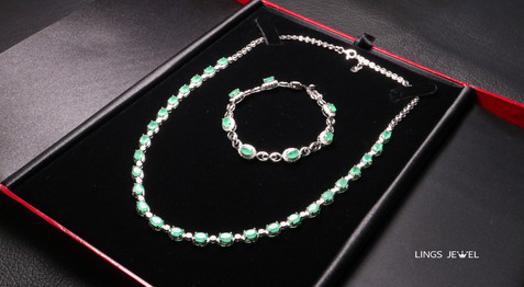 unheated emerald Necklac 3.jpg