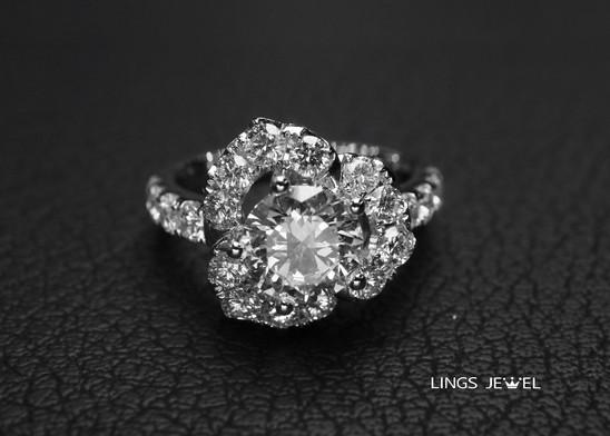 1 point 6 carat flower shape diamond rin