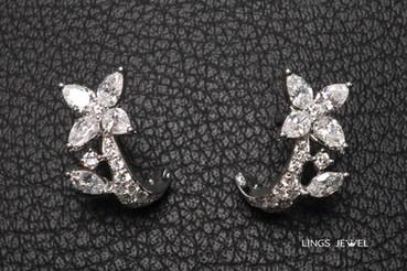 Flower shape Diamond earring.jpg
