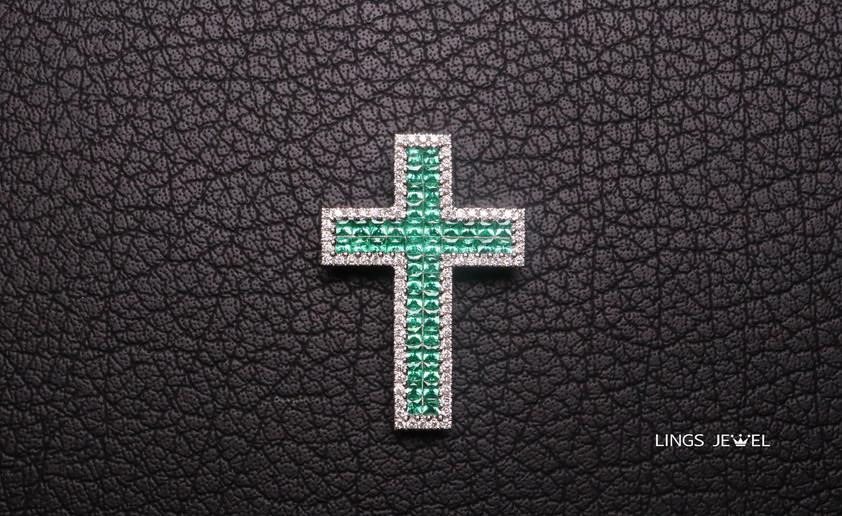 Cross shape Emerald pendent.jpg