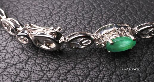 unheated emerald Necklac 2.jpg