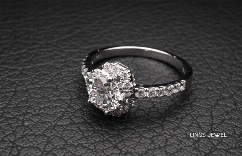 0.7 ct flower shape diamond ring 2.jpg