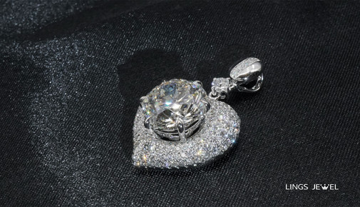 Lings Jewel Heart diamond side view 3SS.