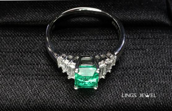 Emerald ring 2104 2.jpg