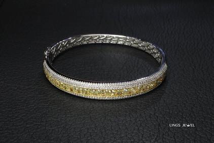 6 ct cushion yellow diamond bracelet 2.jpg