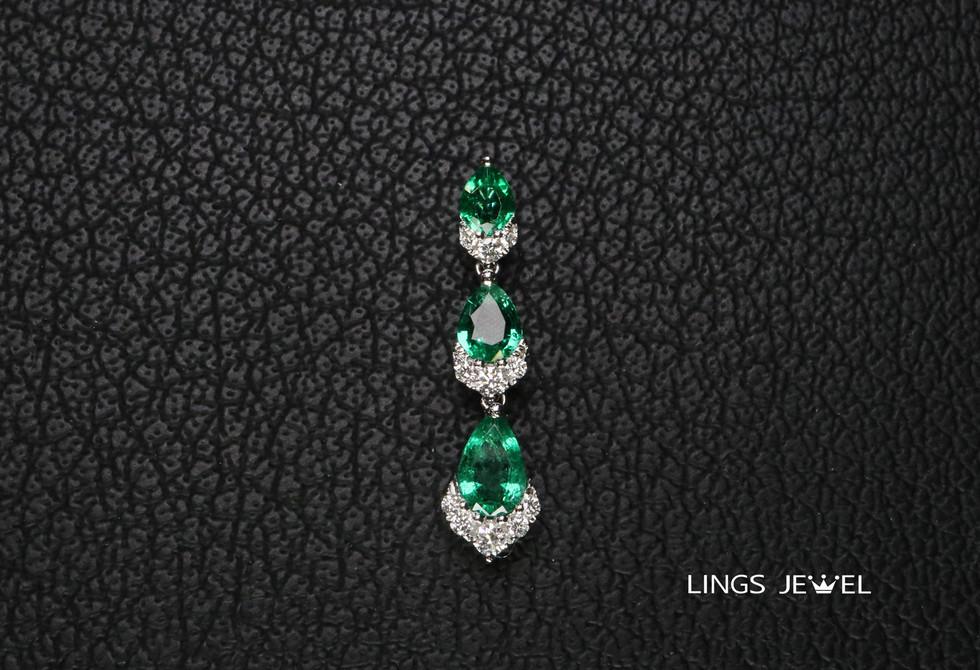Vivi Oval emerald pendent.jpg