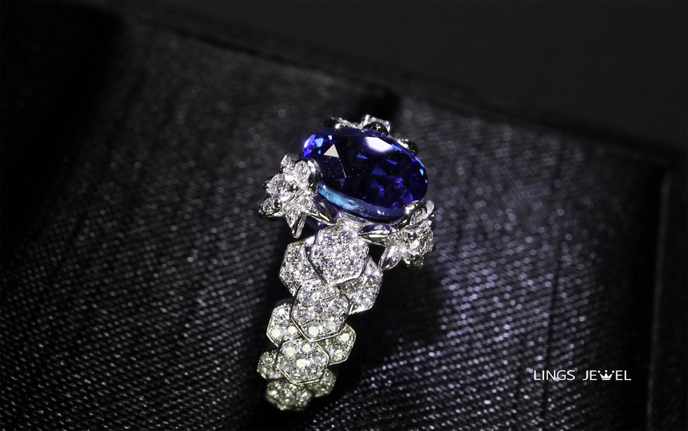 non heated 2 carat royal blue Ring 3.jpg
