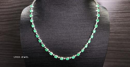 unheated emerald Necklac.jpg