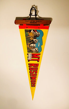 1960's Vintage Pennant banner: Mt Rushmore