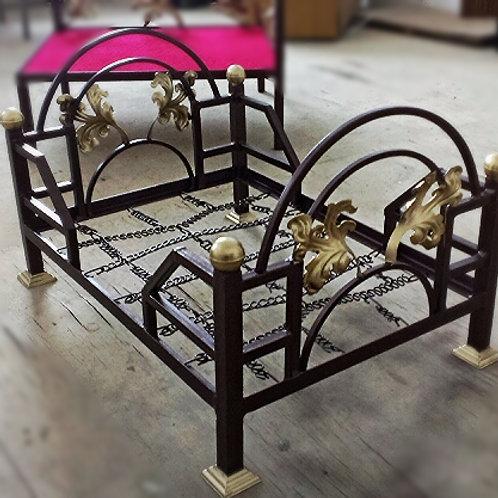 Кровать для животных ''Готика''