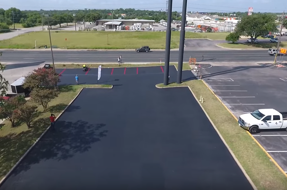 Parking lot commercial sealcoating in Georgetown, TX