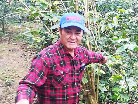 宮古島椿おいるを作っている砂川次郎さん。