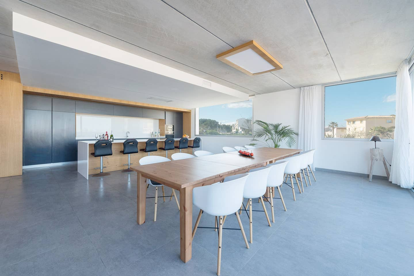 Large dining area to eat together at the end of the day