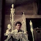 A. Giacometti nel suo studio.