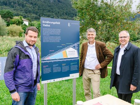 29.08.2021: Berner Stadtpräsident Alec von Graffenried zu Besuch auf dem Ernährungsfeld Vaduz
