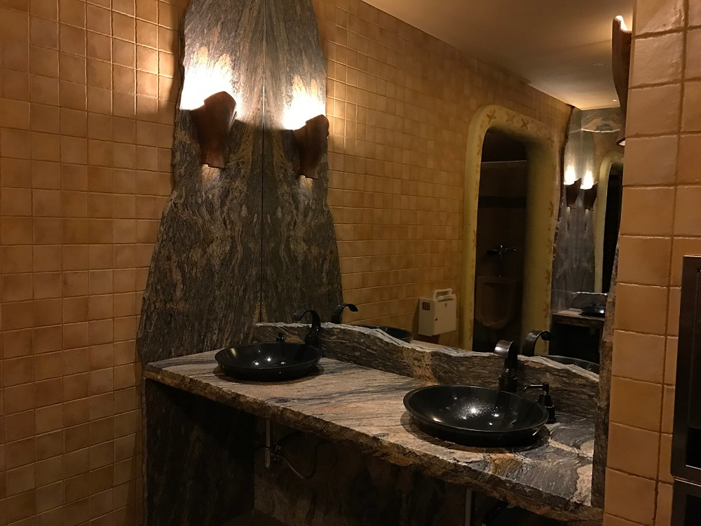 Another Sink Station, Sanaa Loo