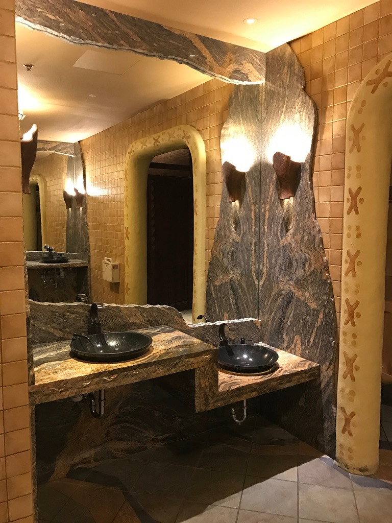 Sink Station, Sanaa Loo