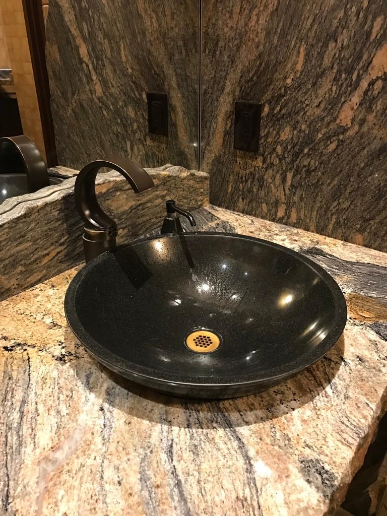 Sink Basin, Sanaa Loo