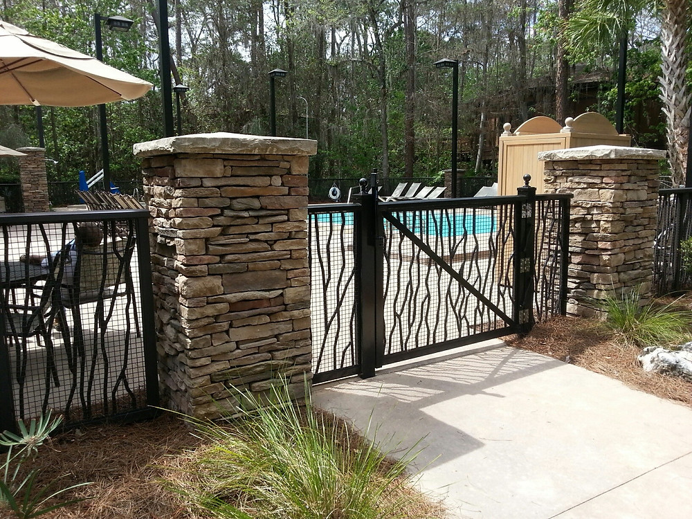Gateway to the Saratoga Springs Treehouse Villas Pool
