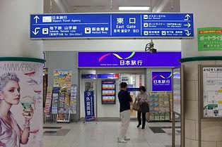 JR三ノ宮駅 東口を出て右へ進みます。