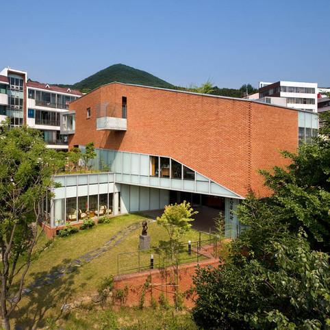남산동 요산문학관