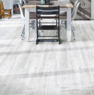 White Wash Pine cleve click vinyl floor in kitchen
