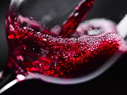 O formato do copo para vinho faz mesmo a diferença?