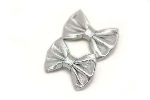Leather bow clip / silver