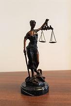 justitia-2723660_1920.jpg
