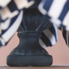 ベース:アンティーク加工を施した陶器製。