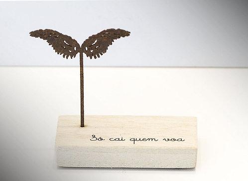 Mini Escultura Só Cai Quem Voa
