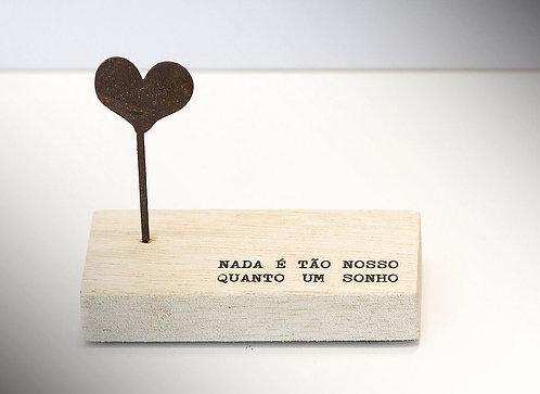 Mini Escultura Nada é Tão Nosso Quanto um Sonho